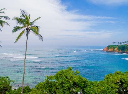 Tiefblaues Meer vor dem Ayurvie Weligama Resort auf Sri Lanka